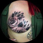 Brystkræftoverlevende inspirerer med fantastisk mastektomi tatovering